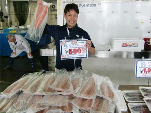 福井市中央卸売市場内、水産物売場